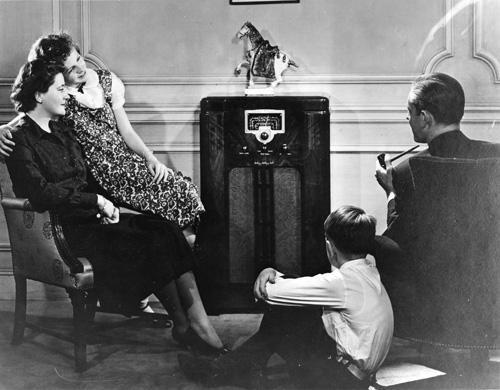 1930s_Radio_Listeners
